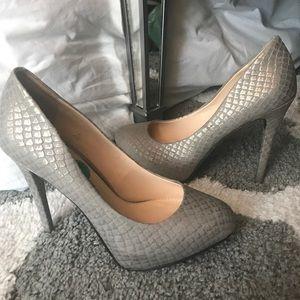 Jessica Simpson Gray Pumps- Size 7.5